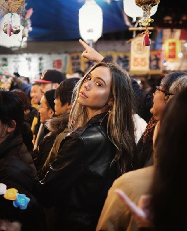 画像: 新宿の酉の市にて。©instagram/alexisren