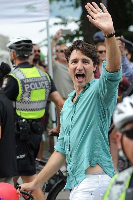 画像1: カナダ首相として初参加、トルドー首相がゲイプライドでテンションぶち上げ