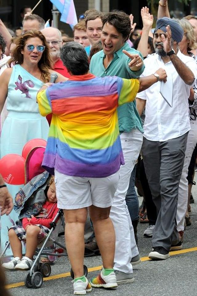 画像3: カナダ首相として初参加、トルドー首相がゲイプライドでテンションぶち上げ