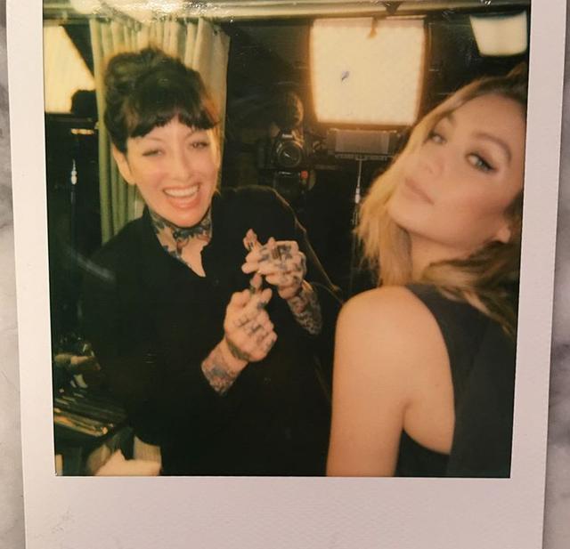画像: 長年仕事をともにするエリンとジジ。©erinparsonsmakeup/Instagram