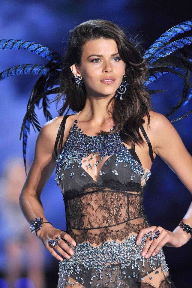 画像4: 「世界最大の下着の祭典」に出演したトップモデルたちが続々来日
