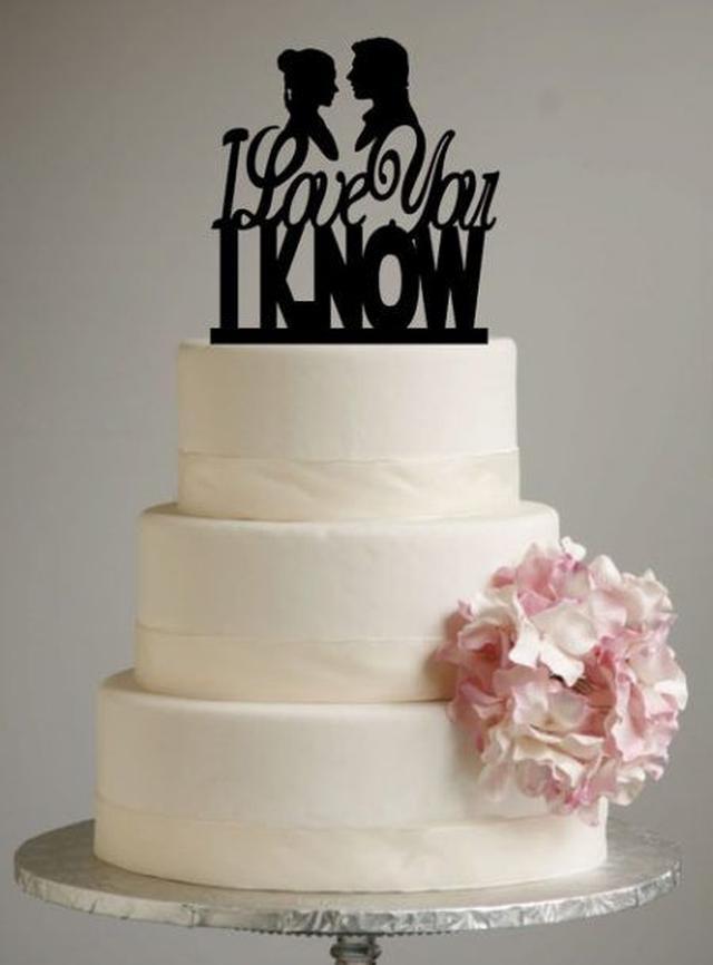 画像: ハンソロとレイア姫のロマンチックな名台詞のケーキトッパ―がおしゃれ。 ⒸSugarBeeEtching
