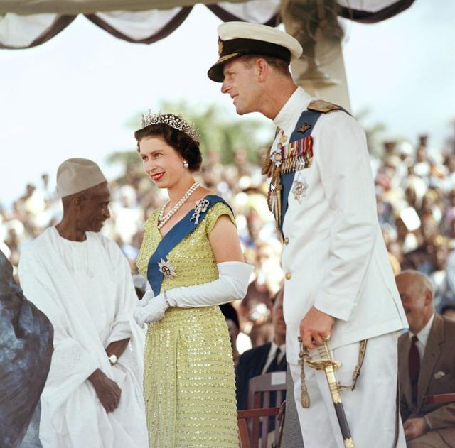 画像3: 祝結婚70周年!エリザベス女王&フィリップ殿下の結婚当初から写真で振り返り