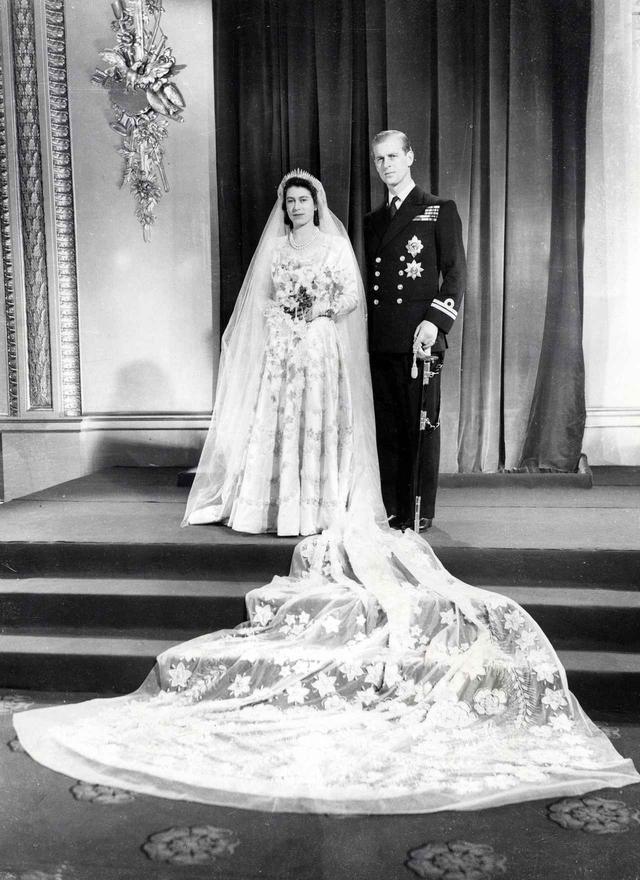 画像1: 祝結婚70周年!エリザベス女王&フィリップ殿下の結婚当初から写真で振り返り
