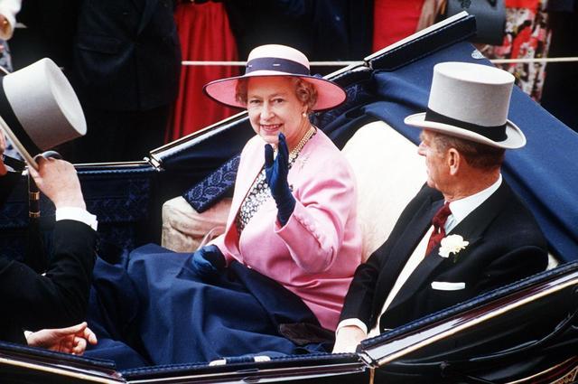 画像5: 祝結婚70周年!エリザベス女王&フィリップ殿下の結婚当初から写真で振り返り