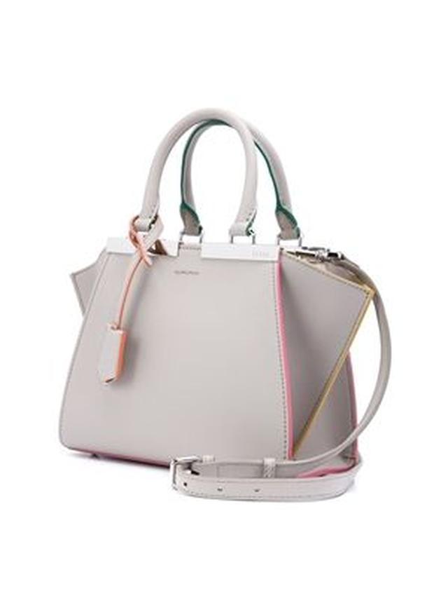 画像: Fendi(フェンディ)のミニ3Jours(トロワジュール)クロスボディバッグ、約245,000円(2,450ドル)
