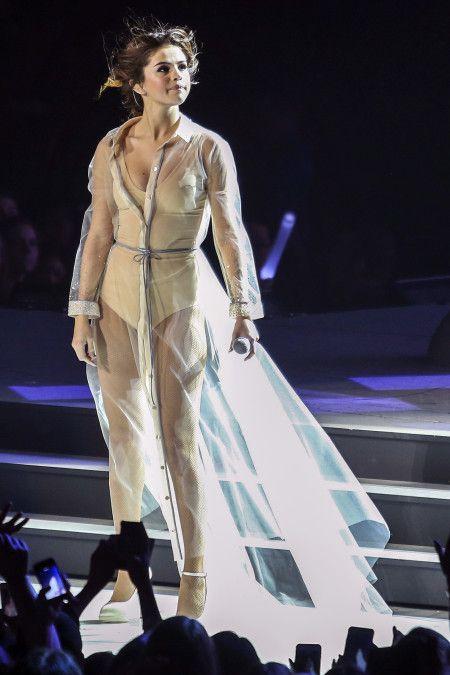 画像1: いよいよ明日は初来日公演!セレーナが着る、気になるツアー衣装7選