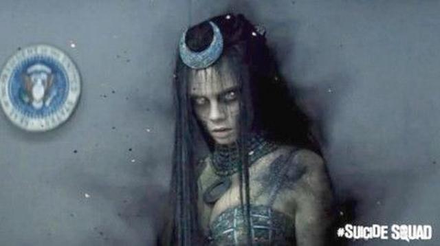 画像: カーラは、邪悪な魔女に取り憑かれ、人間と魔女の間で揺れる多重人格な美しい女博士役。