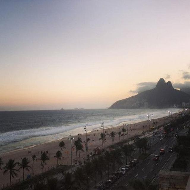 画像: アレッサンドラも同じく母国語で「穏やかなパラダイス、リオに戻ってこられて最高に嬉しいわ」とコメント。 ⒸAlessandra Ambrosio