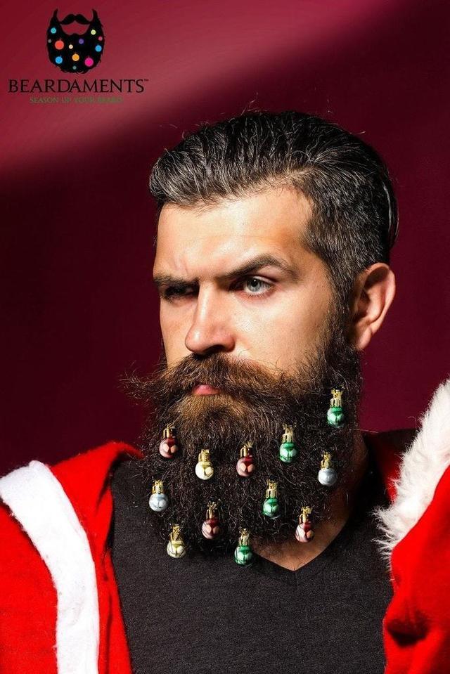 画像1: ひげがクリスマスツリーに!?