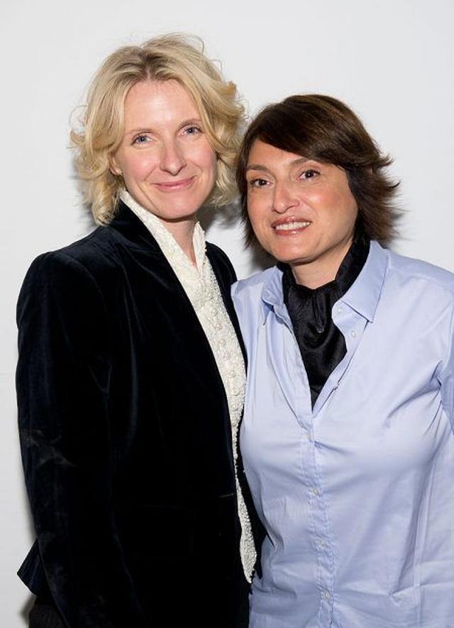 画像: エリザベス(左)と交際相手のレイヤ・エリアス。パンクロック・シンガーやヘアスタイリストとして多方面で活躍しているレイヤは、自身も作家として著書を出版している。
