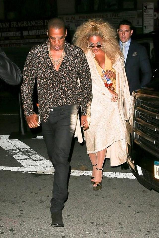 画像: 主役のビヨンセが夫ジェイ・Zとともに会場に到着した様子。
