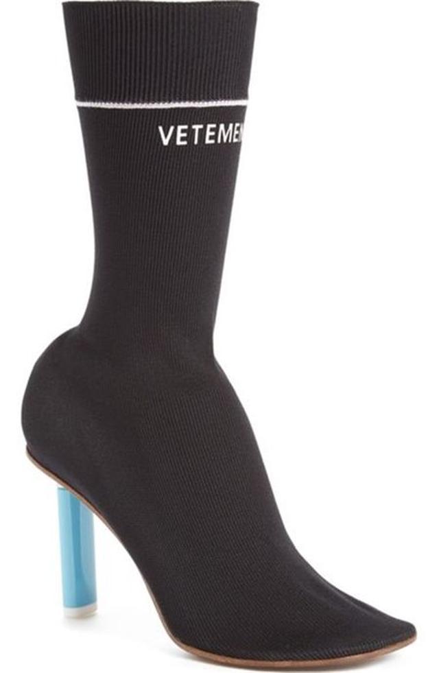 画像: Vetementsのソックスブーツ。ちなみにヒール部分はライターをイメージしたもの。