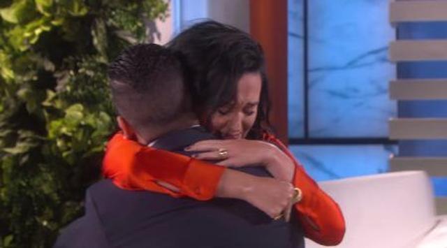 画像1: ケイティ・ペリー、フロリダ銃乱射事件の生存者のファンと対面し思わず涙