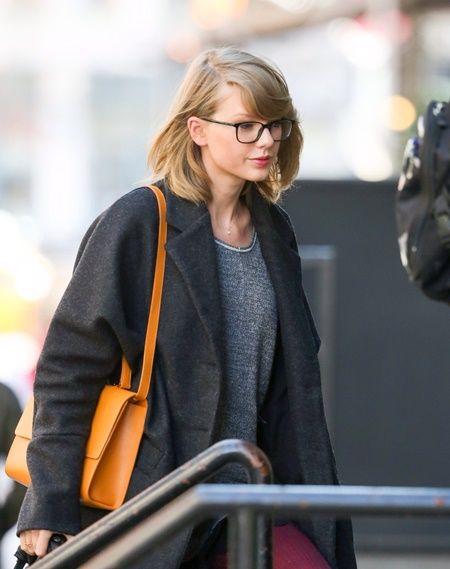 画像: たまにメガネを着けたまま外出。
