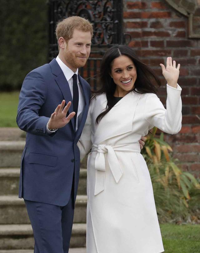 画像: 婚約発表の場では幸せいっぱいの笑顔を振りまいていた。