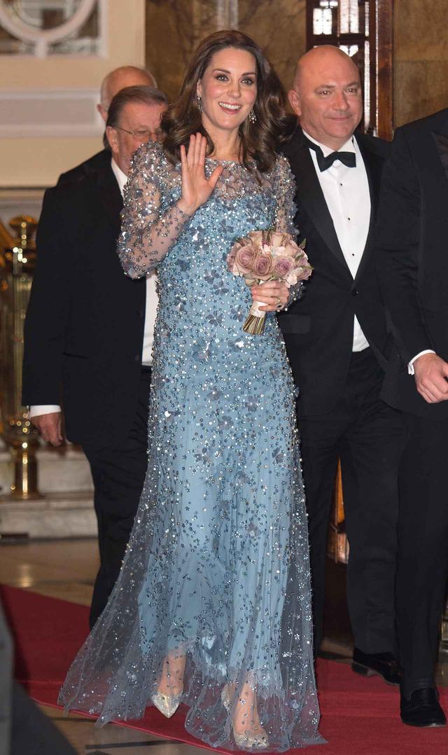 画像1: キャサリン妃の最新ドレススタイルが「現代版エルサ」だと絶賛