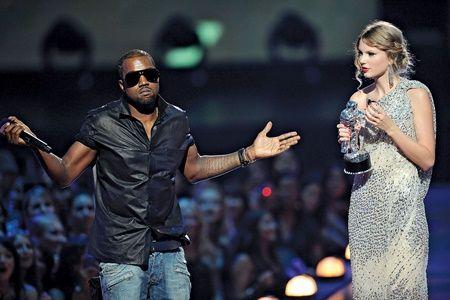 画像: 2人の因縁の仲は、2009年のMTV VMAでカニエがテイラーのスピーチを妨害したことから始まった。