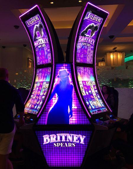 画像1: 2 ブリトニーとギャンブルできる