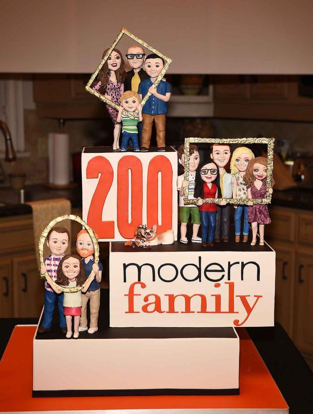 画像1: アメリカの長寿ドラマ、200回記念に出てきたケーキの完成度がヤバイ