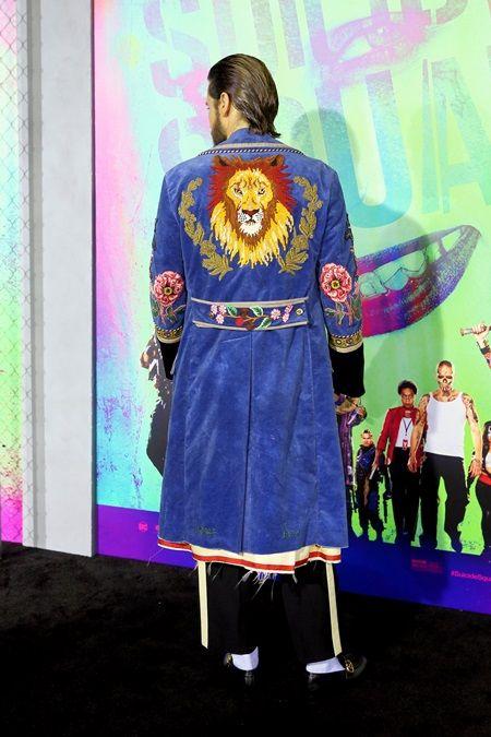 画像: 背中の刺繍がインパクト大。