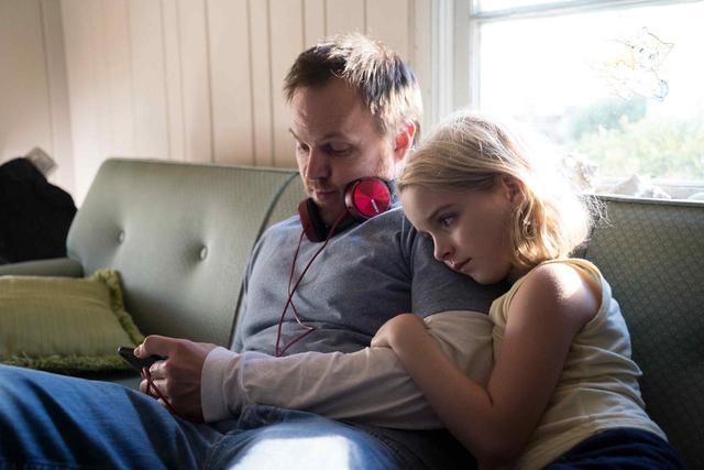 画像: マーク監督とマッケナ。