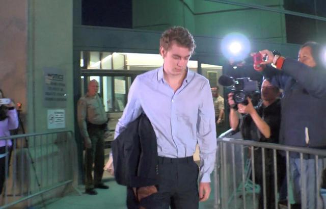画像: 刑務所から出所した際には大勢の報道陣がつめかけた。