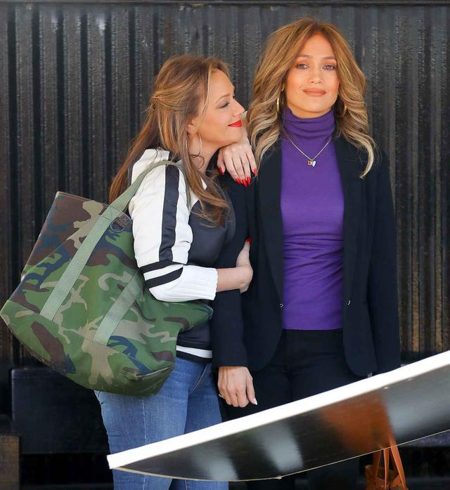 画像: ジェニファーとリア・レミニ(左)はプライベートでも親友同士だけに、撮影現場は笑いが絶えない。