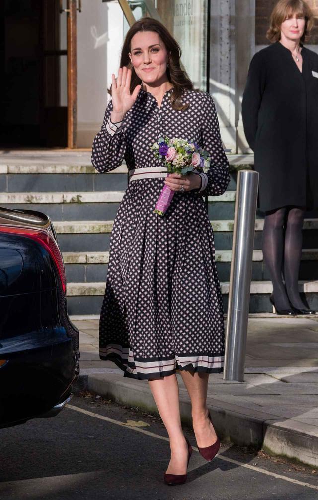 画像1: キャサリン妃、レディなワンピースを可憐に着こなし