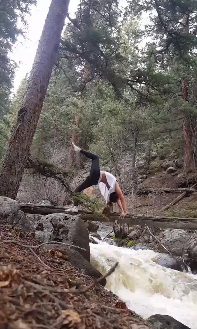画像2: 大自然で「ヨガ」をしていた女性が川に転落、激流に飲み込まれる