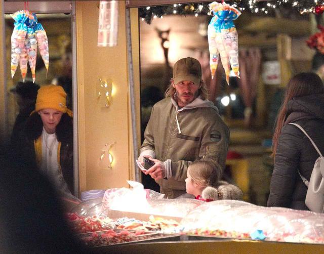 画像2: 42歳デヴィッド・ベッカム、遊園地で子供たちと大はしゃぎ
