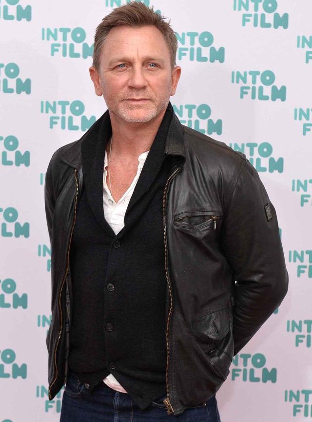 画像: 映画『007』シリーズのジェームス・ボンド役、ダニエル・クレイグ。作り過ぎない髪型が、カジュアルなスタイルにキマっている。