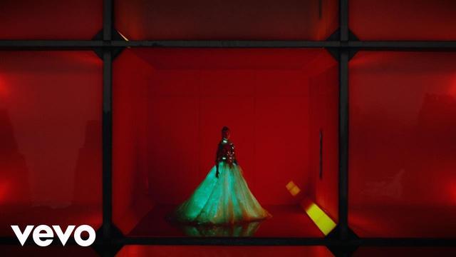 画像: Calvin Harris - My Way (Official Video) www.youtube.com