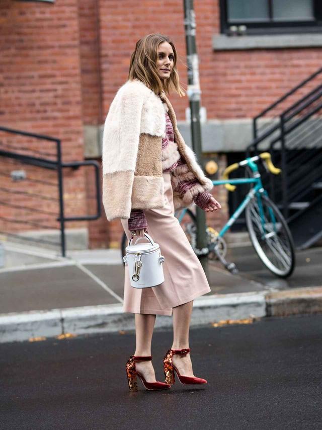 画像1: オリヴィア・パレルモがZARAのファージャケットを着こなすとこうなる