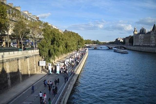 画像4: パリ市内から7時間だけ車が消える「自動車のない一日」にパリの街を散策