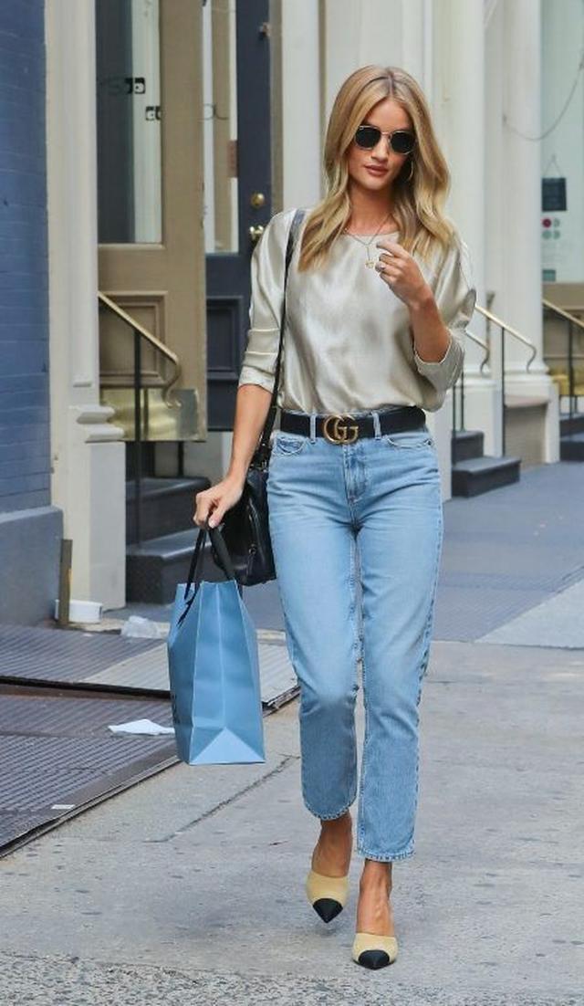 画像: 上品な光沢素材で着こなしに高級感をプラス