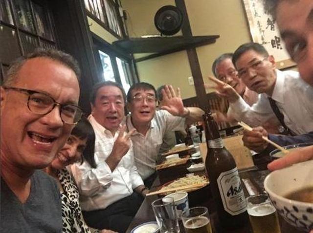 画像: 日本のお父さんたちとすっかり打ち解けた様子。