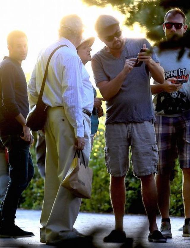 画像2: 【写真】オスカー俳優のレオナルド・ディカプリオ、観光客に道を教えるも気づかれず