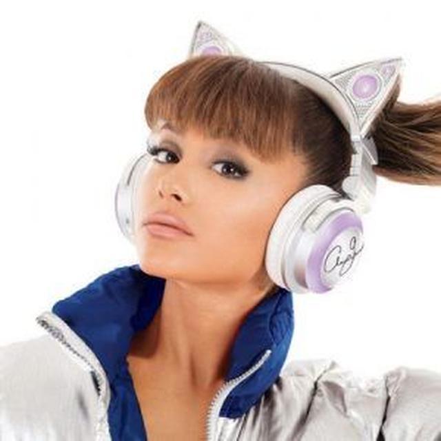 画像3: アリアナ・グランデがキュートな猫耳つきヘッドホンを発売!