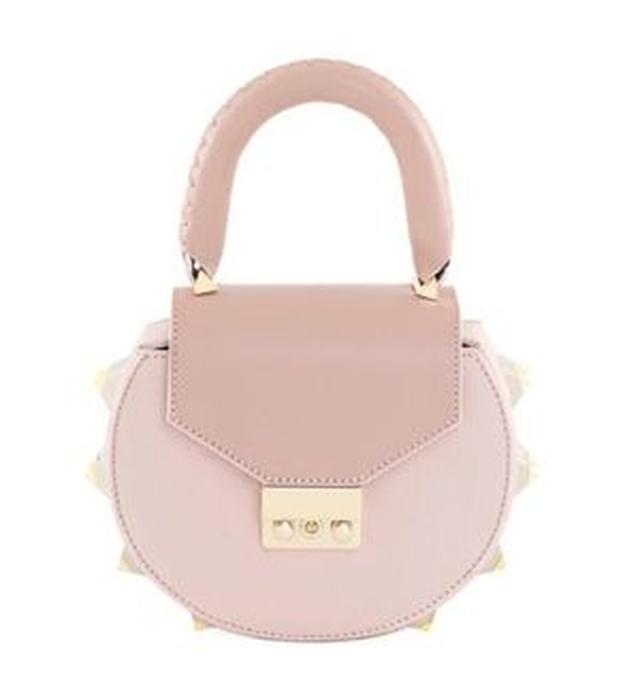 画像4: オリヴィアが持っているバッグをスタイルと共に紹介