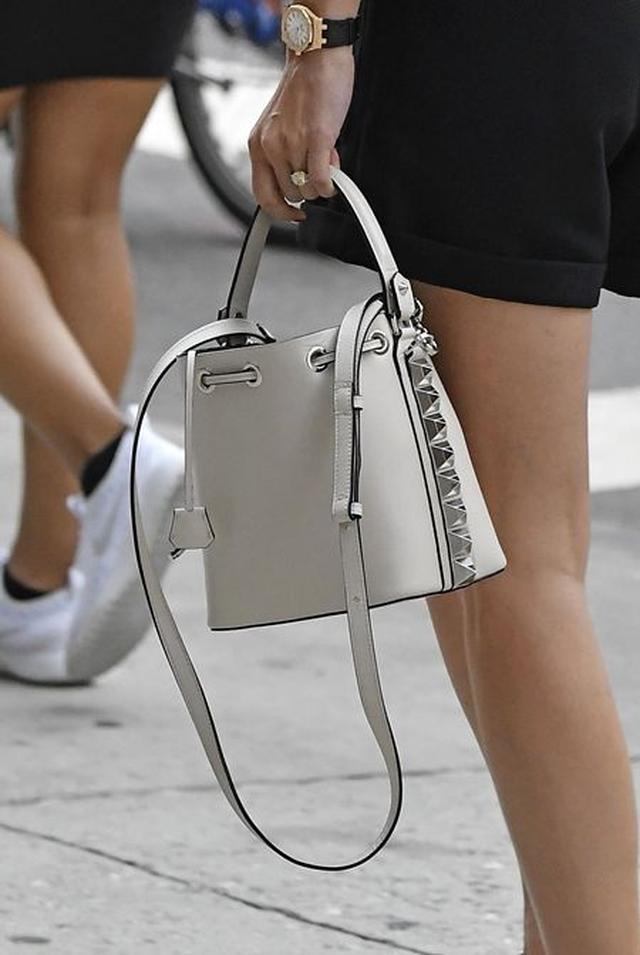 画像1: このクオリティでこの価格!?オリヴィア・パレルモが愛用するバッグって?