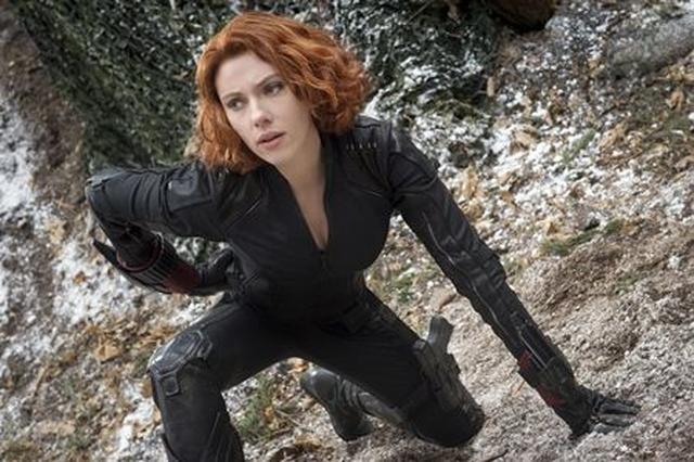 画像: 映画『アベンジャーズ/エイジ・オブ・ウルトロン』でのスカーレット。