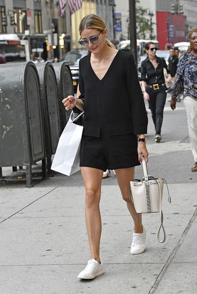 画像5: オリヴィアが持っているバッグをスタイルと共に紹介