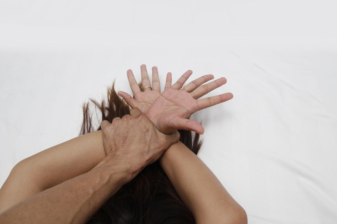 画像: 2歳息子の目の前でレイプされかけた女性、ある「ひと言」で犯人を撃退