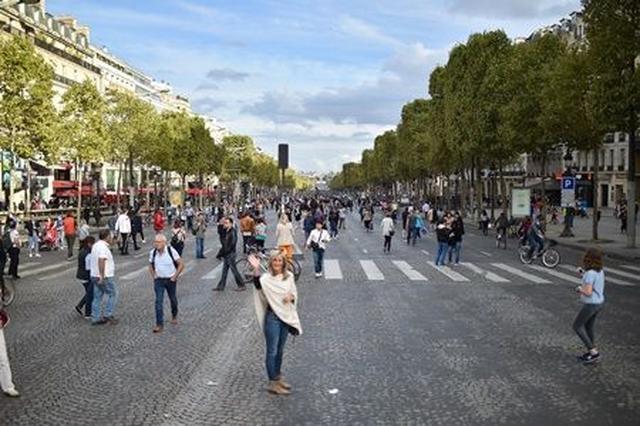 画像2: パリ市内から7時間だけ車が消える「自動車のない一日」にパリの街を散策