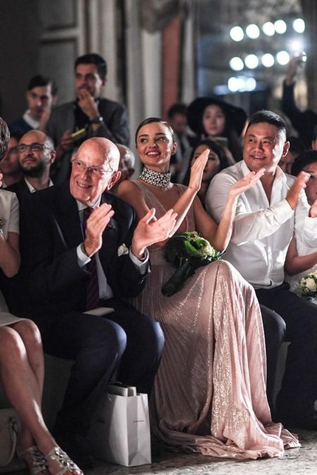 画像3: 婚約指輪もキラリ!ミランダ・カーが 婚約発表後はじめて公の場に