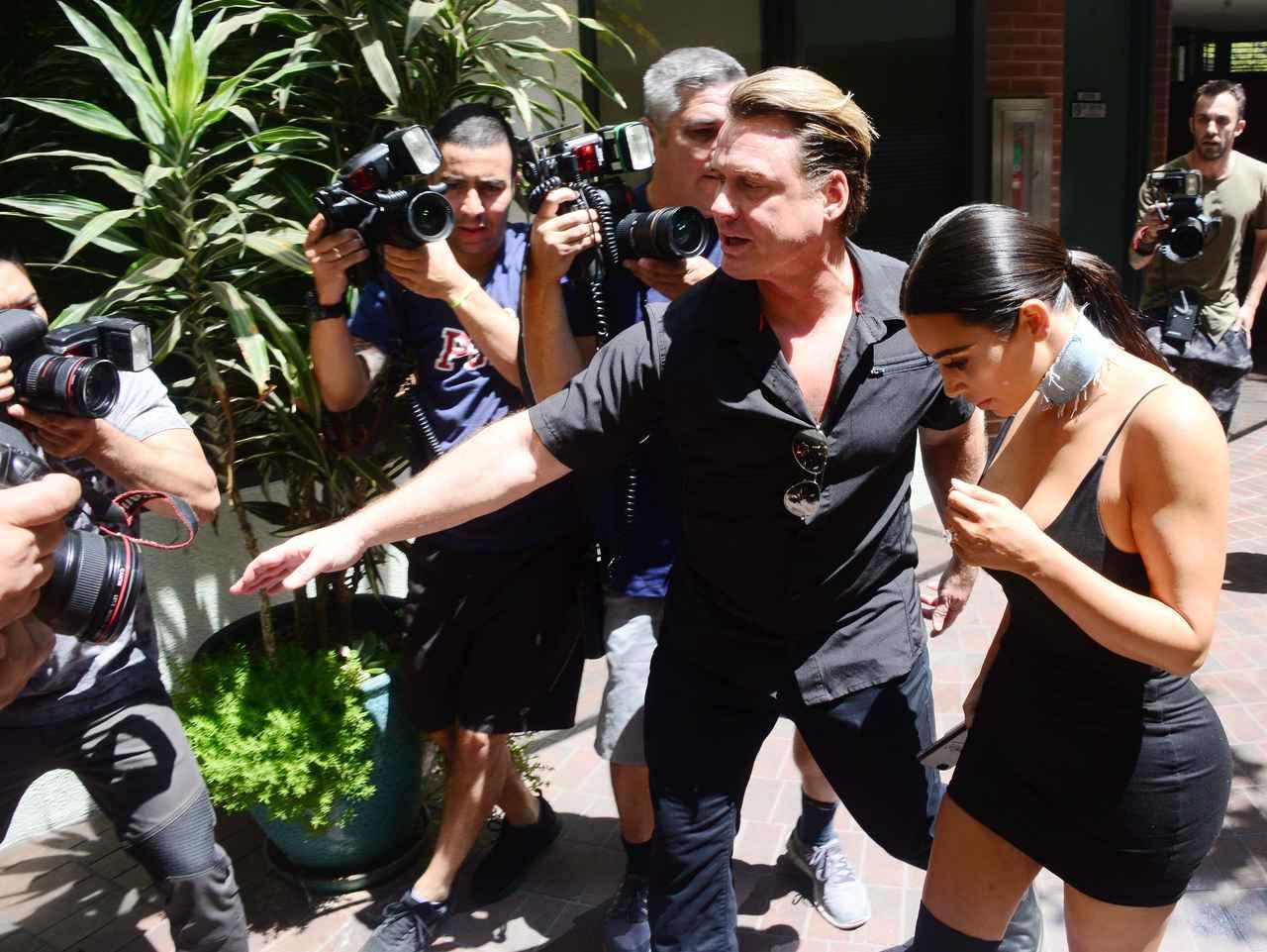 画像: インスタグラムのフォロワーは1億人以上を誇るキムは、街中を歩くだけでも一苦労。