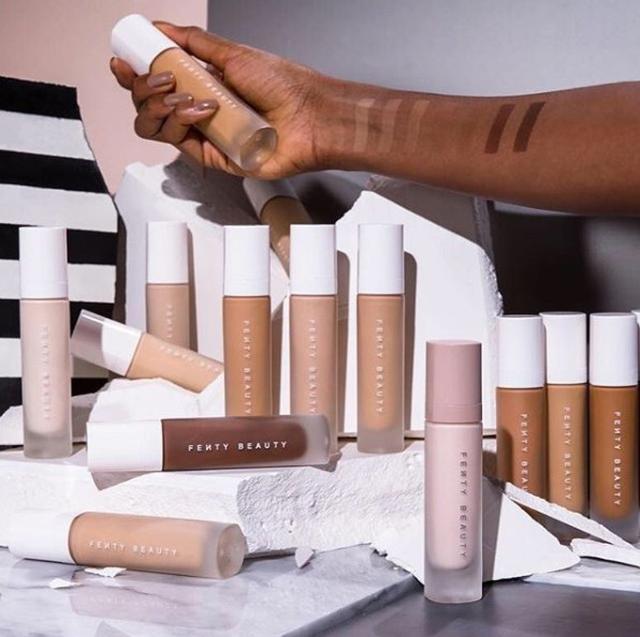 画像: リアーナのブランドFenty Beautyのファンデーション。©instagram/fentybeauty