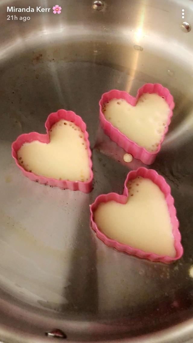 画像1: 34歳ミランダ・カーが作るパンケーキが可愛すぎる
