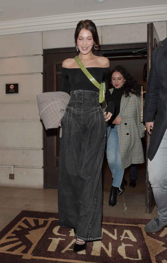 画像2: 21歳人気モデル、ベラ・ハディッドがこの冬選んだ最旬デニムって?